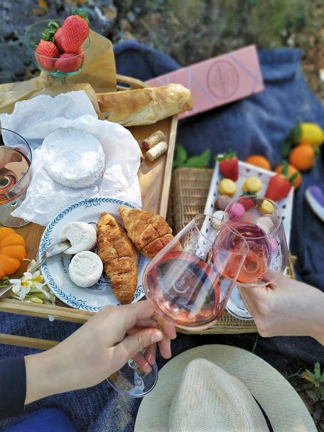 Tailor made picnic on French riviera